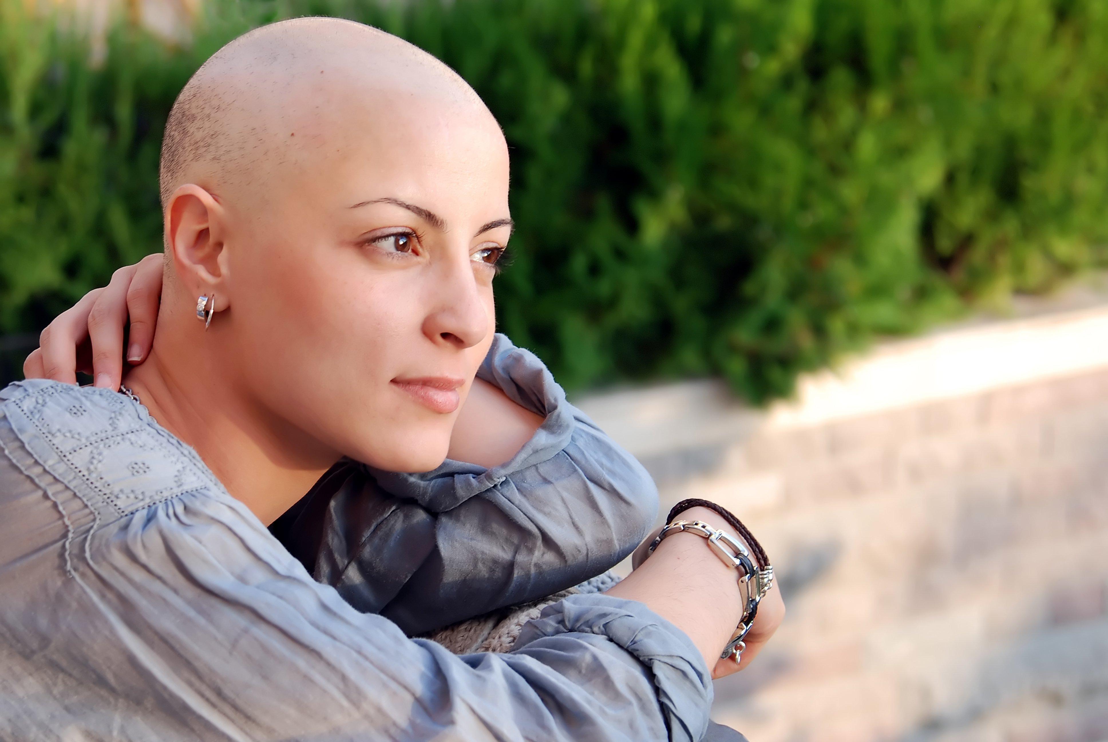 Женщина без волос