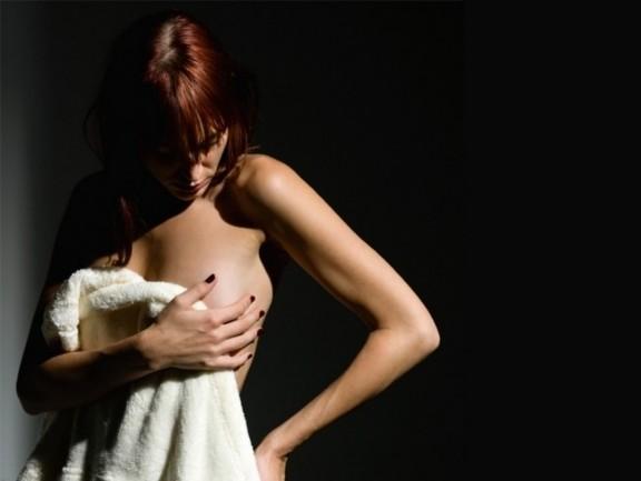 Женщина с полотенцем
